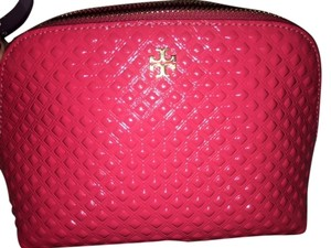 Tory Burch TORY BURCH MARION EMBOSSED PATENT LEATHER DOME COSMETIC CASE