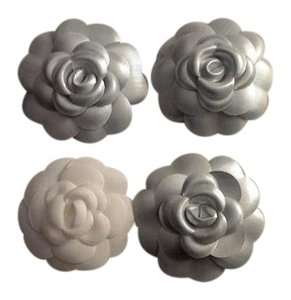 Chanel Lot of 4 2016 Chanel camellias: 3 silver, 1 small white