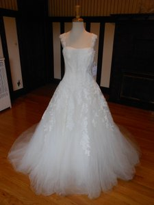 Pronovias Ivory Lace Bilma Destination Wedding Dress Size 8 (M)