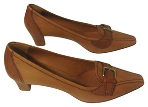 Prada Classic Low Heell Tan cognac Pumps