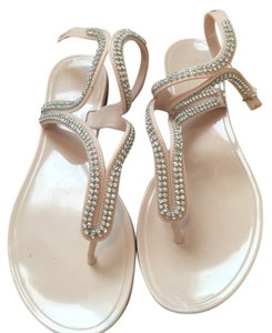 Dizzy Light Cream And Silver Sandals