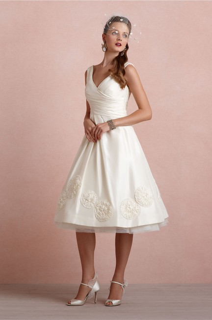Item - Ivory Silk Pinwheel Tea Vintage Wedding Dress Size 2 (XS)