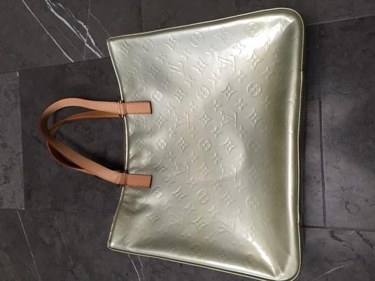 Louis Vuitton Tote in Champagne
