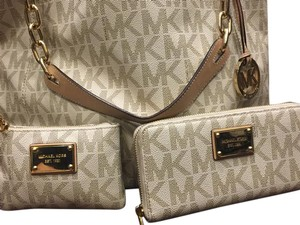Michael Kors Jet Set Travel Chain Fulton Flap Wallet Tote in Vanilla PVC