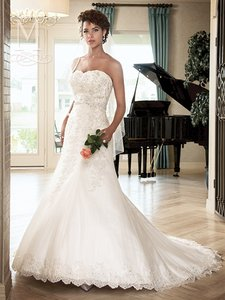 Mary's Bridal Ivory / Multi Re-embroidered Lace & Tulle Unspoken Romance6217 Feminine Wedding Dress Size 8 (M)