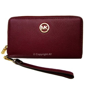 Michael Kors Fulton Leather Wallet Phone Case Merlot Wristlet in Merlot (Burgundy)