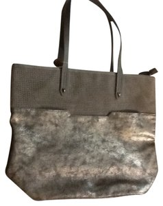 Stella & Dot Tote in Metallic gray