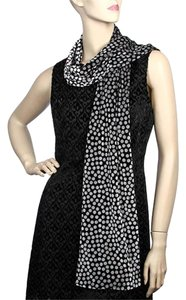 Silver & Black / Stretch Velvet Printed Muffler : Dots