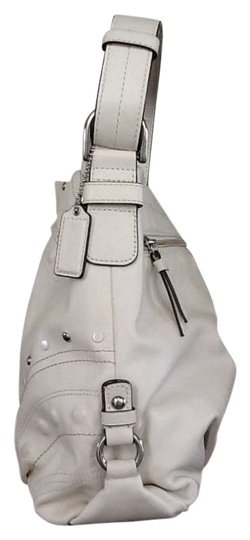 Preload https://item5.tradesy.com/images/coach-white-leather-shoulder-bag-202939-0-0.jpg?width=440&height=440