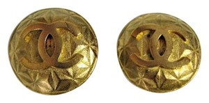 Chanel CC CHANEL VINTAGE LOGO COIN EARRINGS CLIP-ON GOLD QUILTED BUTTON 1995