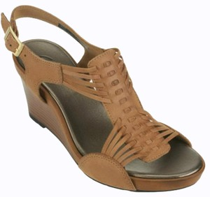Clarks Tan Wedges