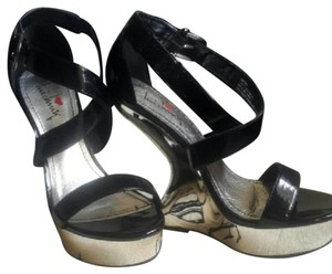 Luichiny Black and reflective metalic silver color Wedges