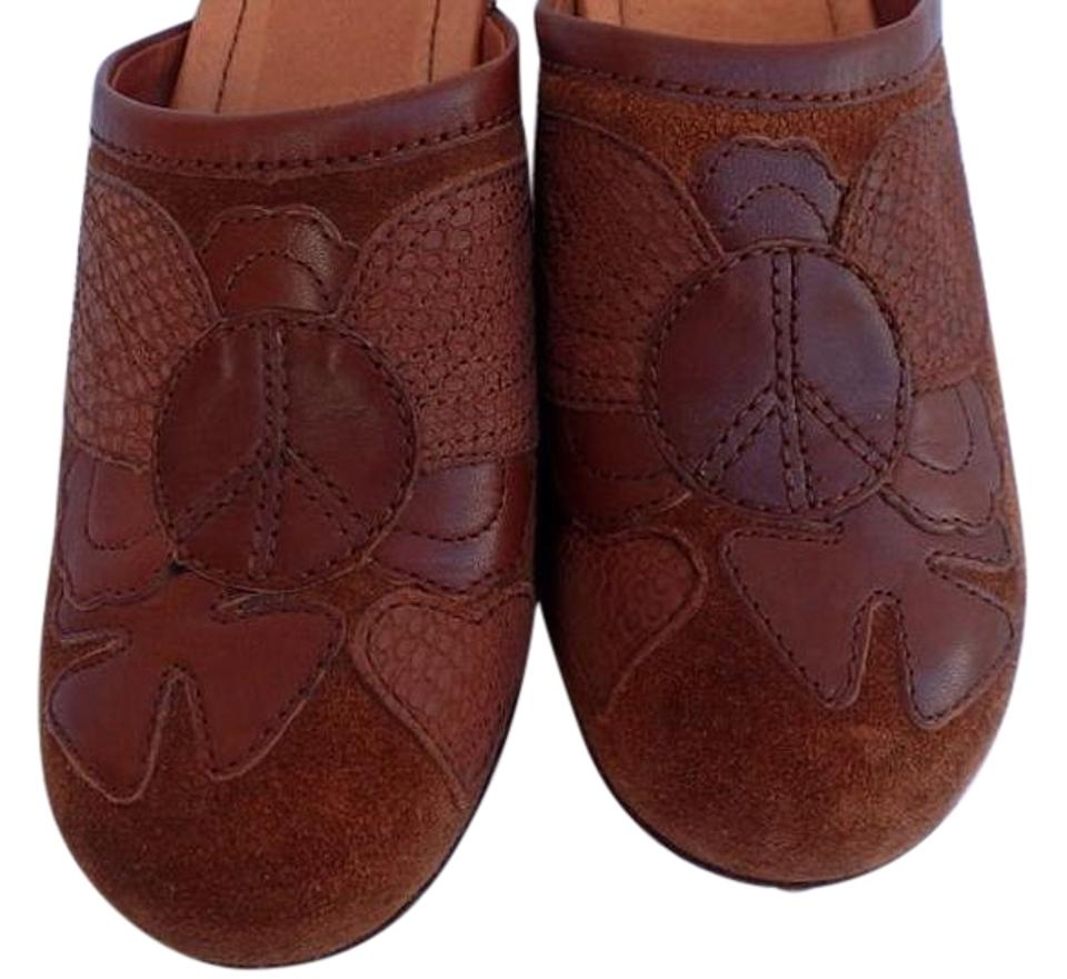 Lucky Lucky Lucky Brand Brown Leather Studded Winged Peace Sign Mules/Slides 09bbf5
