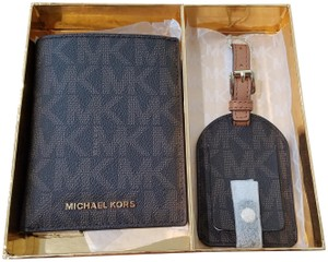 Michael Kors Michael Kors Passport Case wallet & Luggage Tag Travel Box Set