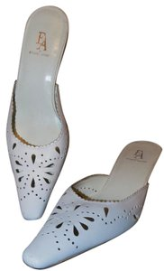 Etienne Aigner Signature Classic Chunky Structured Cut-out White Pumps
