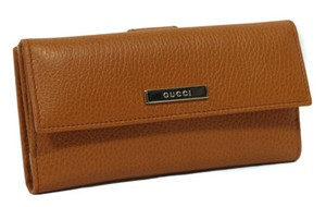 Gucci Gucci 143389 Leather Plaque Wallet Brown