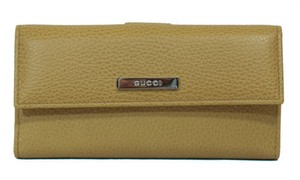 Gucci Gucci 143389 Leather Plaque Wallet Beige