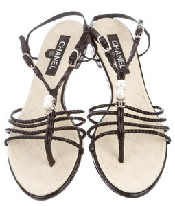 Chanel Interlocking Cc Embellished Gold Chain Pearl White, Black Sandals