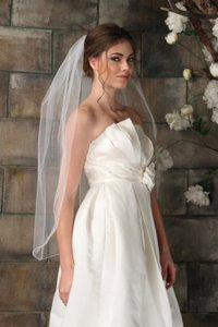 New Medium Length White Accented Veil