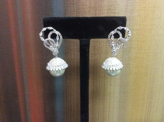 Other 14mm Shell Pearl Cubic Zirconia Fashion Post Earring Simulated Diamond Image 2