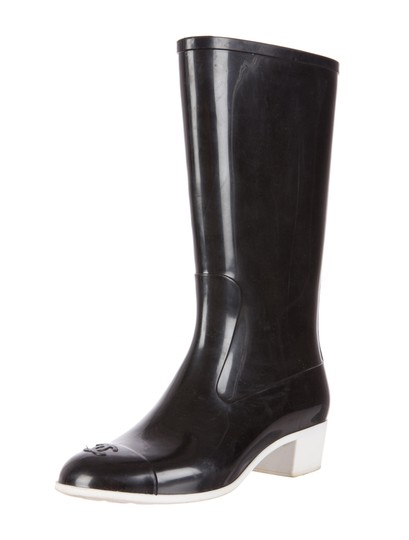 Preload https://img-static.tradesy.com/item/20303912/chanel-black-white-rainboots-rain-quilted-rubber-cc-logo-37-two-tone-bootsbooties-size-us-7-regular-0-0-540-540.jpg