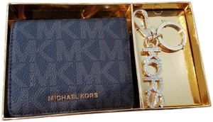 Michael Kors Michael Kors carryall coin wallet key chain gift set