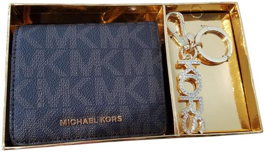 Preload https://img-static.tradesy.com/item/20304065/michael-kors-brown-carryall-coin-key-chain-gift-set-wallet-0-3-540-540.jpg