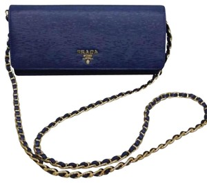 Prada wallet on the chain