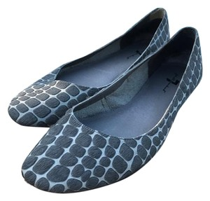 7 For All Mankind grey Flats