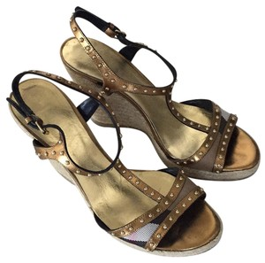 Burberry Burberry print and gold Wedges