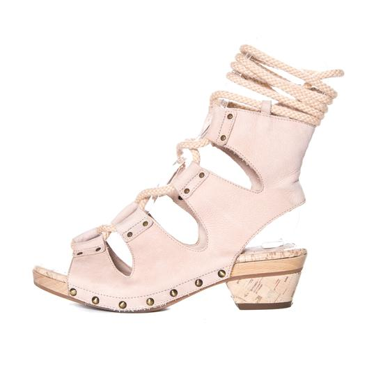 Preload https://img-static.tradesy.com/item/20310158/derek-lam-nude-pebbled-leather-sandals-size-us-7-regular-m-b-0-0-540-540.jpg