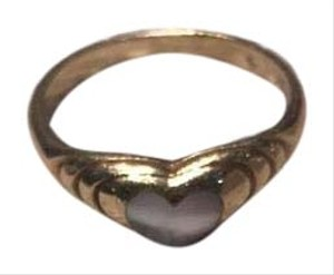 18k Gold ring with mother of pearl heart-shaped inset