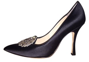 Manolo Blahnik #heels #manoloblahnik #designer #shoes #black Black Pumps