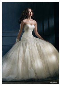 867 Wedding Dress