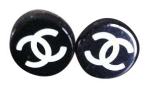 Chanel Chanel round stud earrings
