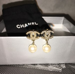 Chanel CHANEL CC Pearl Earrings Matte Quilted Gold