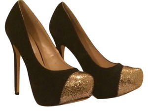 Steve Madden Black With Gold Pumps
