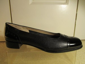 Salvatore Ferragamo Leather Patent Leather black Pumps