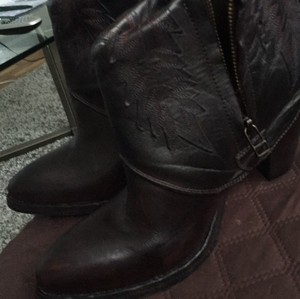 Hollywood trading brown Boots