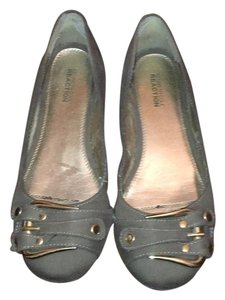 Kenneth Cole Reaction Olive green Flats