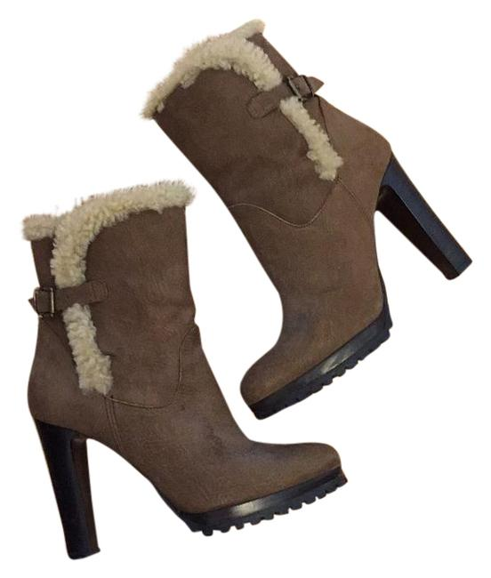 Tan Shearling Boots/Booties Size US 7 Regular (M, B) Tan Shearling Boots/Booties Size US 7 Regular (M, B) Image 1