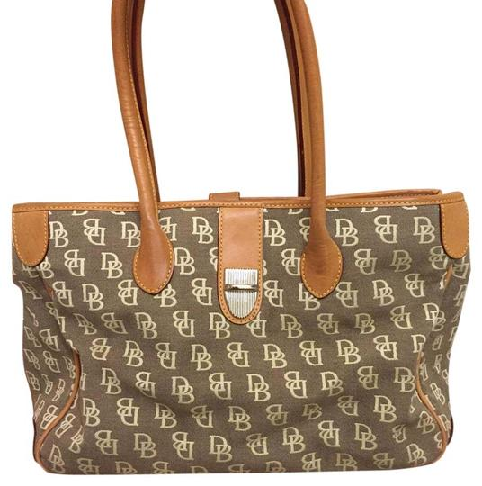 Preload https://img-static.tradesy.com/item/20324363/dooney-and-bourke-beige-leathercloth-tote-0-1-540-540.jpg