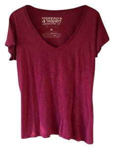 Threads 4 Thought T Shirt burgundy