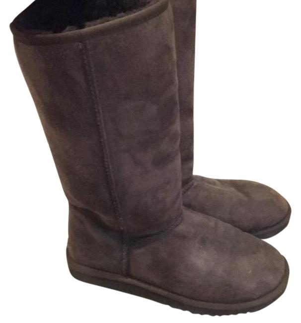 UGG Australia Brown Classic Tall Uggs Boots/Booties Size US 8 Regular (M, B) UGG Australia Brown Classic Tall Uggs Boots/Booties Size US 8 Regular (M, B) Image 1