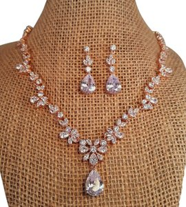 Brilliant Bridal Rosl Gold Luxury Cubic Zirconia Jewelry Set