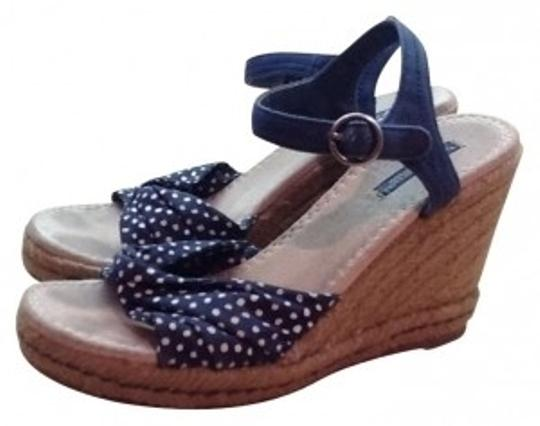 Preload https://img-static.tradesy.com/item/20330/american-eagle-outfitters-navy-blue-with-white-polka-dots-and-dot-espadrille-wedges-size-us-7-regula-0-0-540-540.jpg