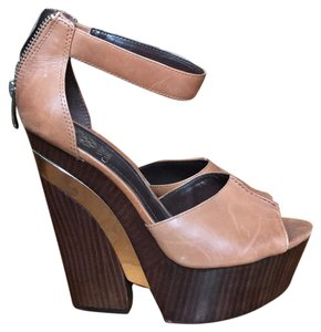 Vince Camuto Brown/gold Wedges
