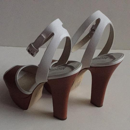 Michael Kors Leather Size 9 Brown, White Platforms