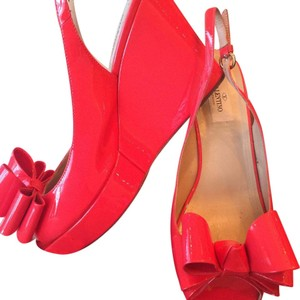 Valentino Gerovani red coral Wedges