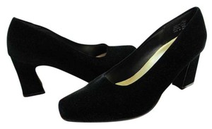 Mootsies Tootsies Size 9.00 M Fabric Upper Bonded Leather Soles Very Good Condition Black Pumps